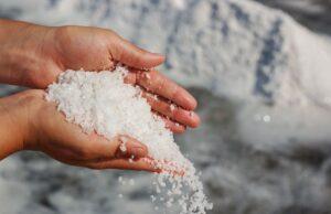 Unkraut entfernen mit Salz