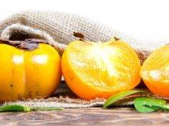 Kakifrüchte ernten reif