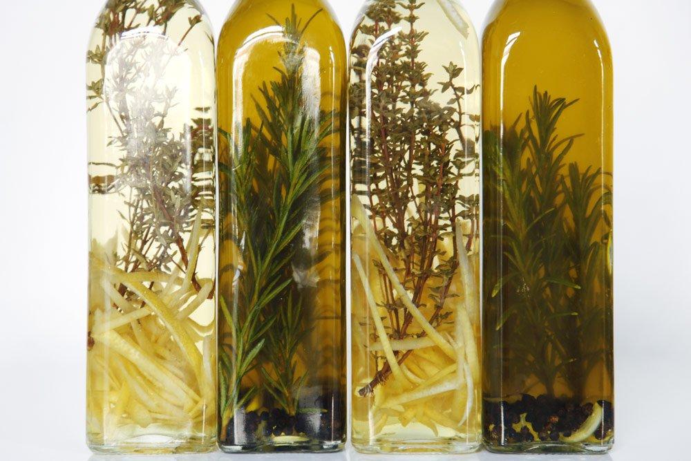 Kräuteröl und Kräuteressig