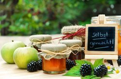 Legen Sie das Obst ein oder kochen Sie Marmelade