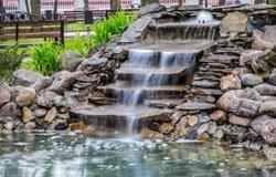 Eine Wassertreppe ist ein echter Hingucker im Garten