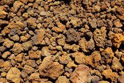 Lavagranulat speichert viel Feuchtigkeit