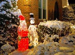 weihnachtsbeleuchtung im garten tipps ideen f r einen stimmungsvollen lichterglanz. Black Bedroom Furniture Sets. Home Design Ideas