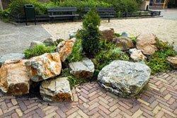 Findlinge Im Garten ? Tipps Zur Auswahl, Gestaltung & Pflege Garten Gestaltung Und Pflege