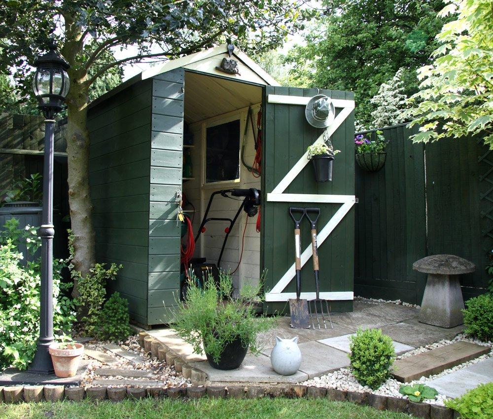 Gartengerätehaus ausstatten – So sorgen Sie für Platz und Ordnung