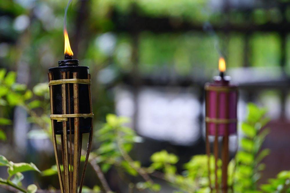 Gartenparty Beleiuchtung: mit Fackeln