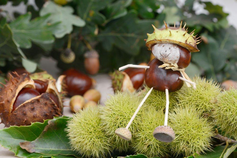 Terrasse Herbstdeko Kastanien