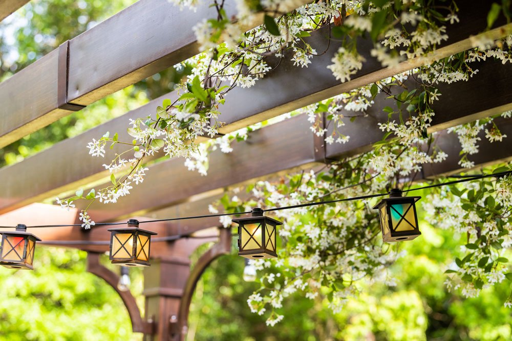 Gartenpavillon mit Lichterketten