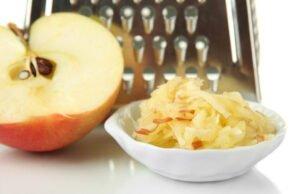 Apfel reiben
