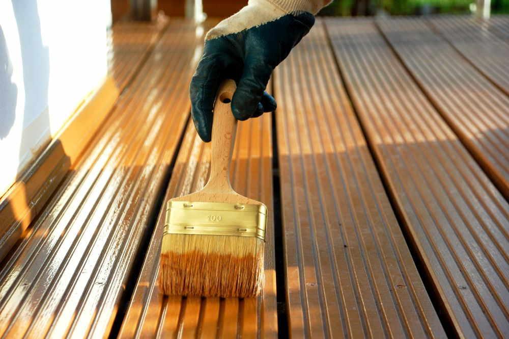 Holzdielen mit Öl behandeln