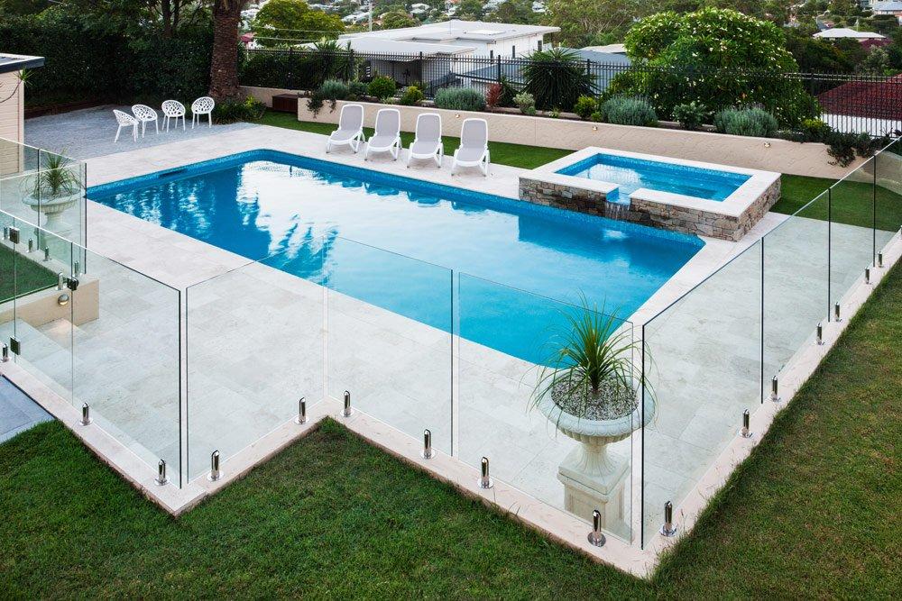 Pool sichern mit einem Zaun