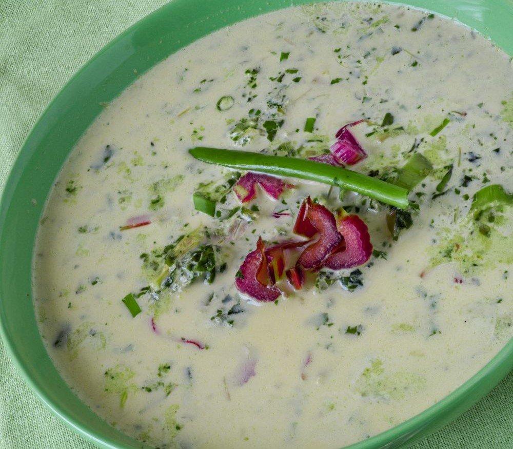 Mangoldsuppe mit Joghurt