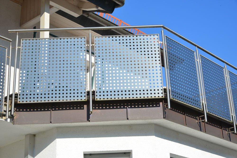 Sicht- und Sonnenschutz aus Lochblech