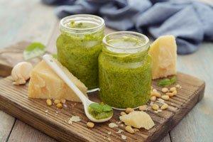 Mangold-Pesto ist blitzschnell zubereitet
