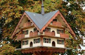 Vogelhaus im Schwarzwald-Stil
