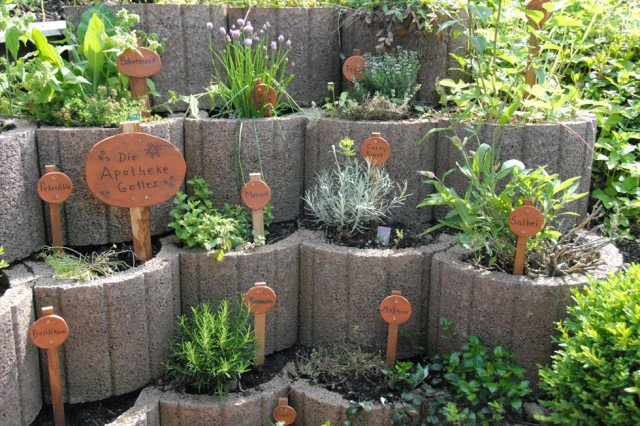 Kr utergarten gestalten 21 ideen f r gro e und kleine g rten - Gartengestaltung mit pflanzringe ...