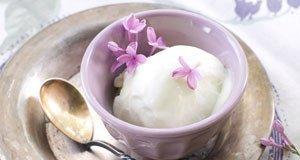 Lavendeleis: 2 köstliche Rezepte für einen etwas anderen Eisgenuss