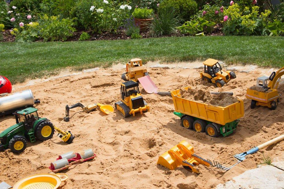Sandkasten im Garten integrieren – 13 kreative Ideen