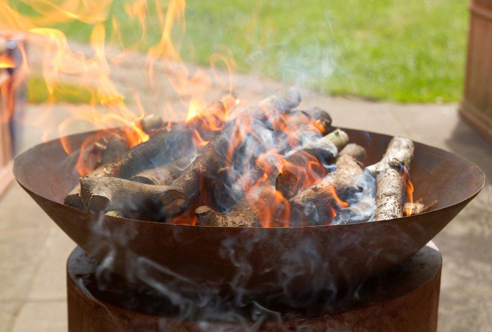 Terrasse winterlich gestalten: Feuerstelle