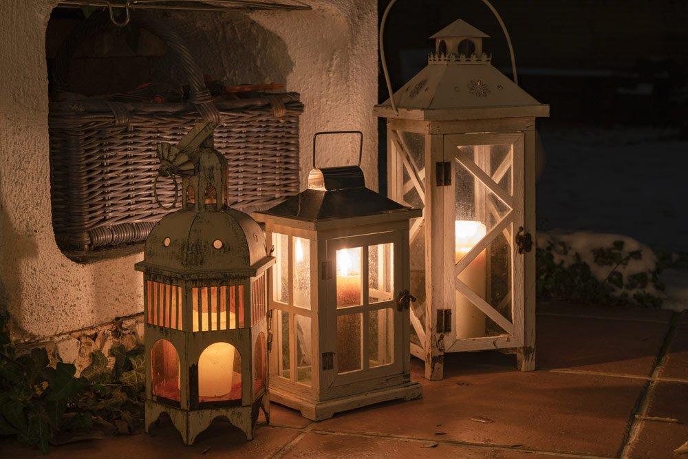 Terrasse winterlich dekorieren: Laternen