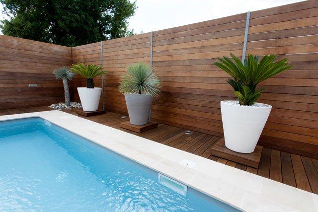 Moderner Holzzaun Mit Waagerechten Elementen