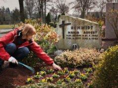 Grabpflege im Frühling