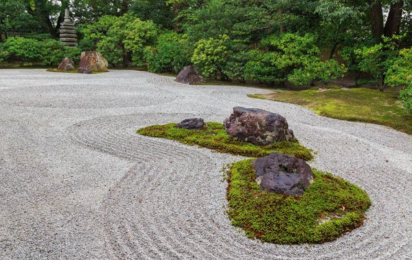 zen-garten gestalten: das gehört in einen japanischen steingarten,