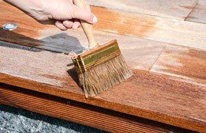 Terrassendielen aus Holz ölen