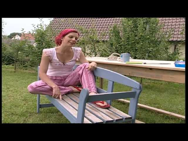 video hollywoodschaukel aus alter gartenbank selber bauen so einfach geht 39 s. Black Bedroom Furniture Sets. Home Design Ideas