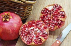 Granatapfel schälen entkernen