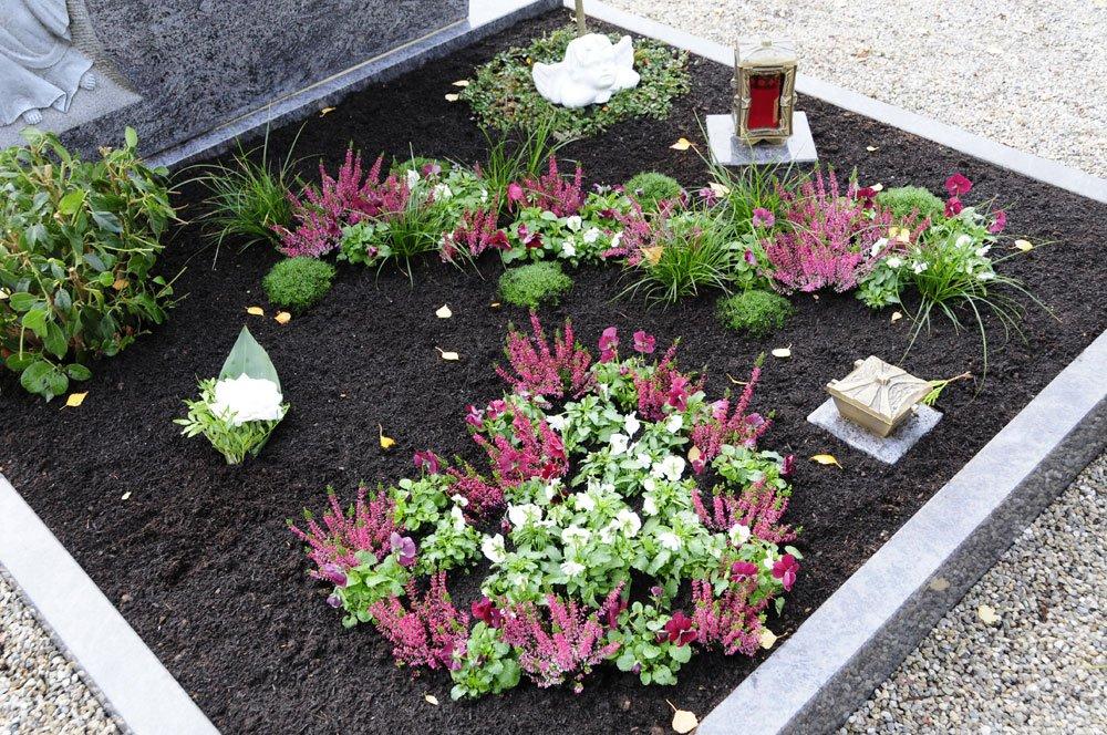 Grabgestaltung Blumenauswahl