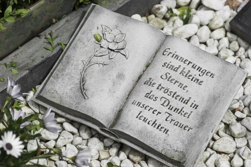 Grabgestaltung Buch Spruch