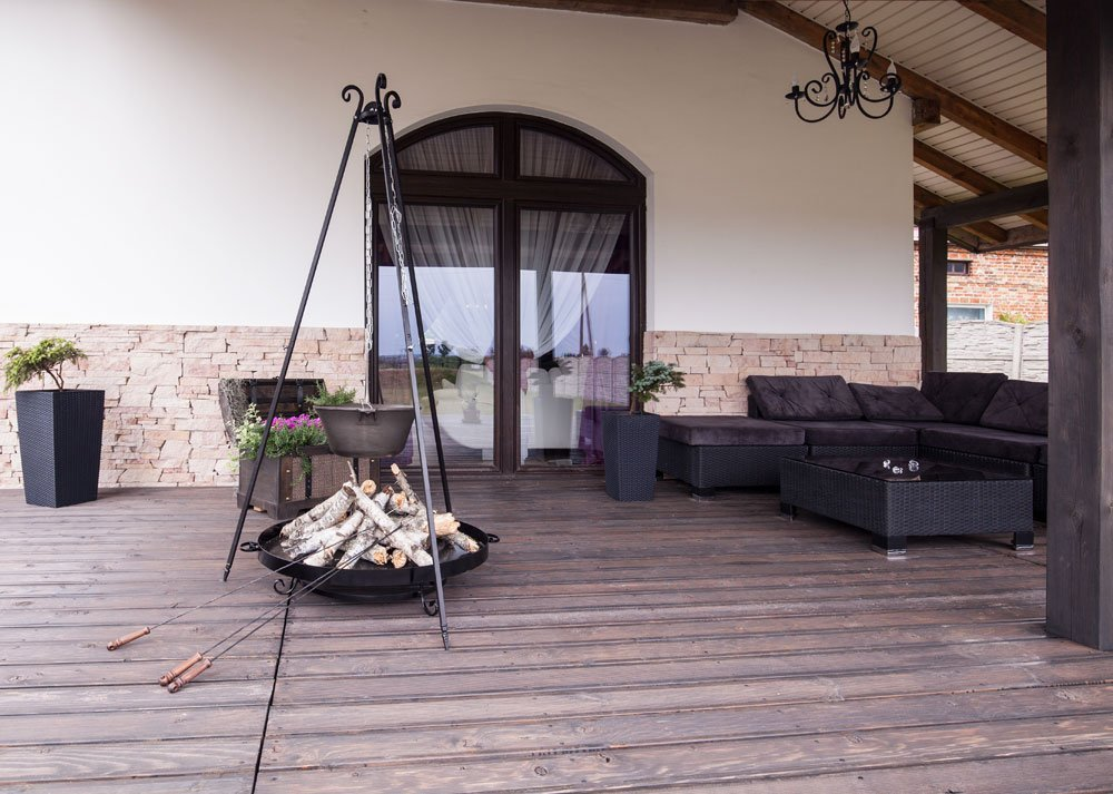 feuerstelle aus backsteinen zum grillen. Black Bedroom Furniture Sets. Home Design Ideas