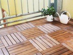 Balkonfliesen aus Holz verlegen: Anleitung für den natürlichen Bodenbelag