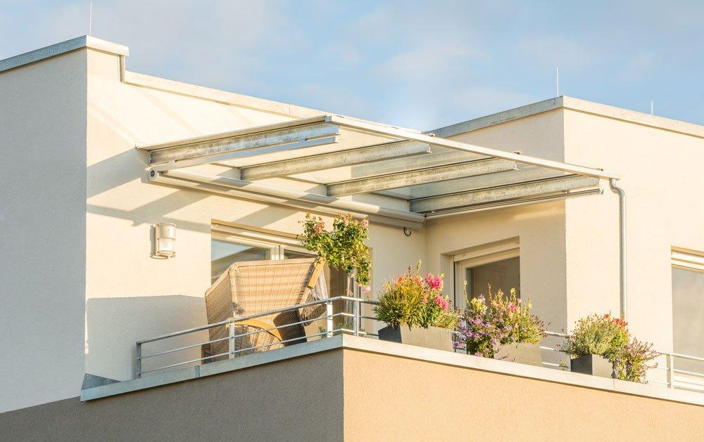 Feste Überdachung als Sonnenschutz für Dachterrasse