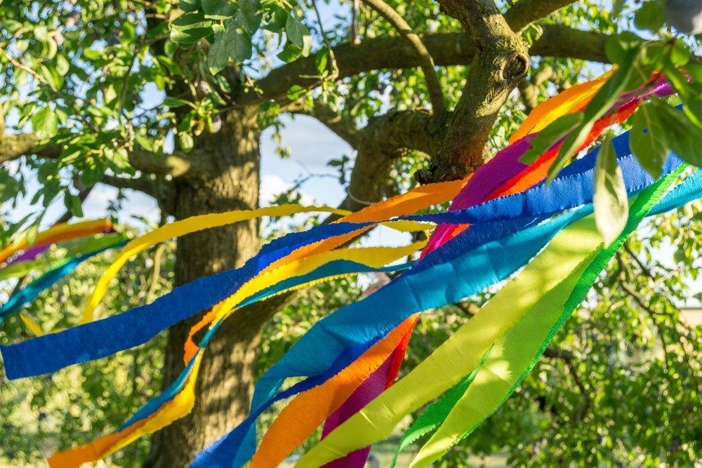 Baum mit Bändern
