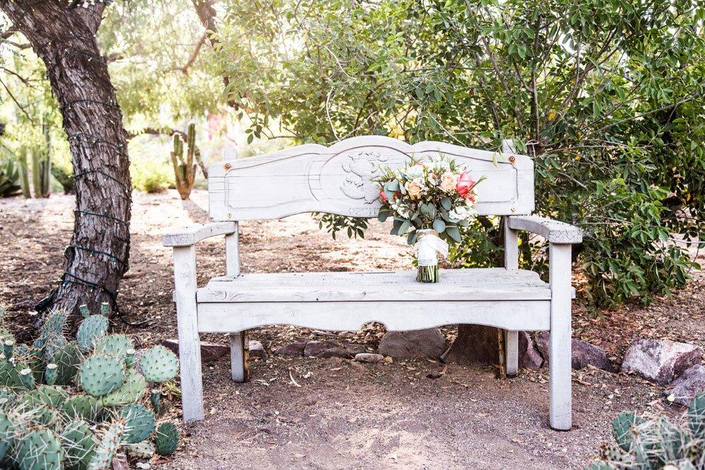 Gartenbank im Landhausstil