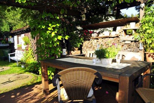Terrasse im Landhausstil gestalten