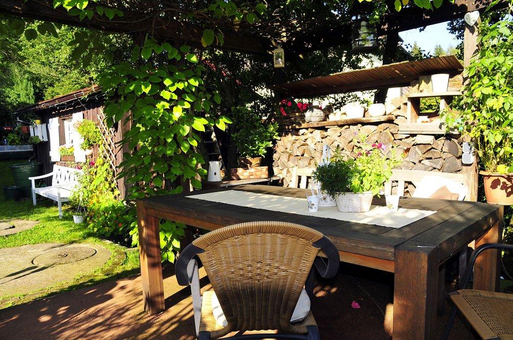 Terrasse im Landhausstil gestalten – Tipps & Inspirationen für ländliches Flair