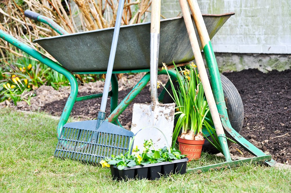 Gartengeräte aufbewahren – 6 praktische Möglichkeiten