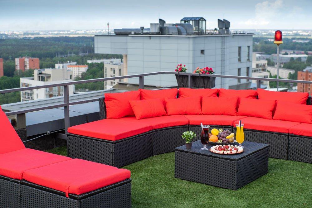 Lounge-Sofa auf der Dachterrasse