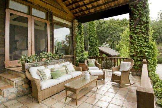 Terrassenbelag ausbessern oder erneuern