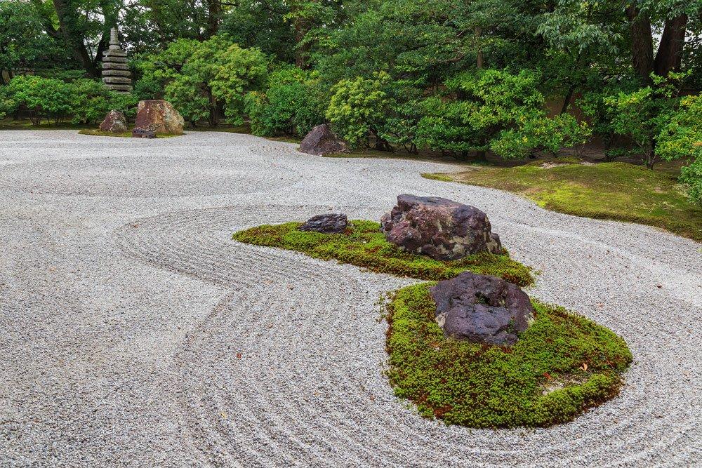 Sand und Moos im Zen-Harten