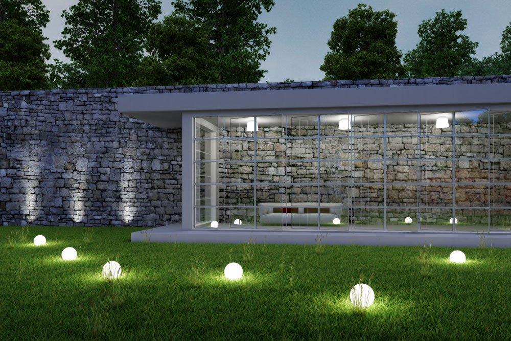 Gartenmauer beleuchtet