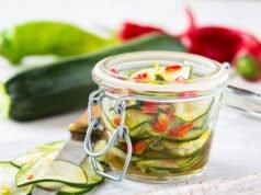 fermentierte Zucchini im Glas