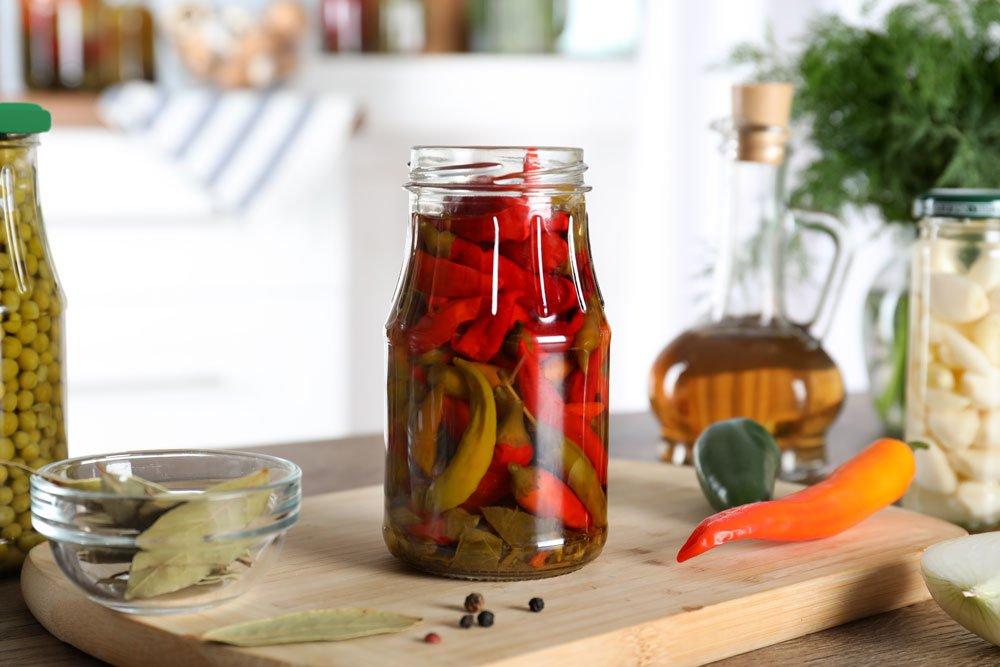 Chili in Essig eingelegt