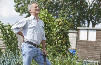 Gärtner hat Rückenschmerzen