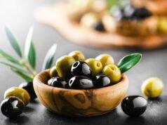 Oliven entkernen